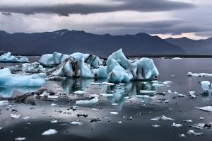 icebergs-at-jokulsarlon-iceland